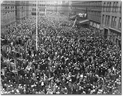 20435_huge_crowd_bw_1020.jpg